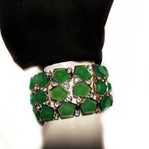 Natasha emerald green resin stretch bracelet NWT